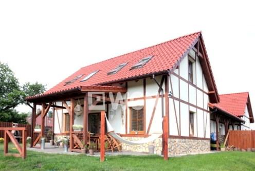 na zdjęciu luksusowa willa do wynajęcia w okolicy Szczecina