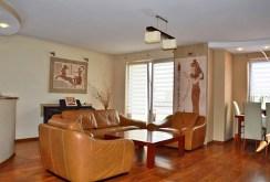 rzut na luksusowy salon w apartamencie na sprzedaż w Wałbrzychu