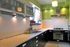zdjęcie prezentuje wyposażony aneks kuchenny w apartamencie do wynajęcia w Szczecinie