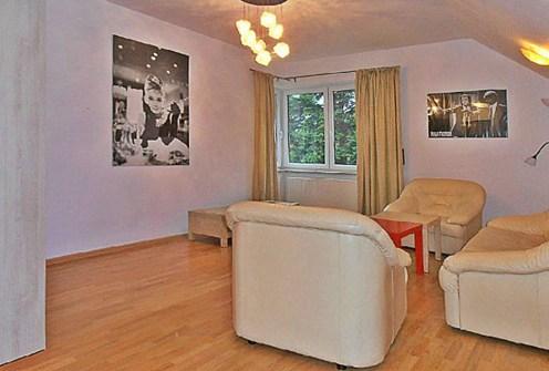 na zdjęciu salon w ekskluzywnym apartamencie do wynajęcia w Szczecinie