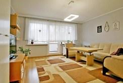 widok z innej perspektywy na salon w luksusowym apartamencie w Szczecinie na sprzedaż