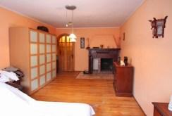 widok na ekskluzywną sypialnię w luksusowej willi do sprzedaży w Szczecinie