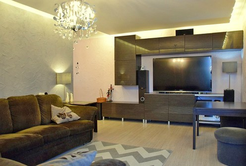 na zdjęciu luksusowy salon w ekskluzywnym apartamencie do sprzedaży w Legnicy