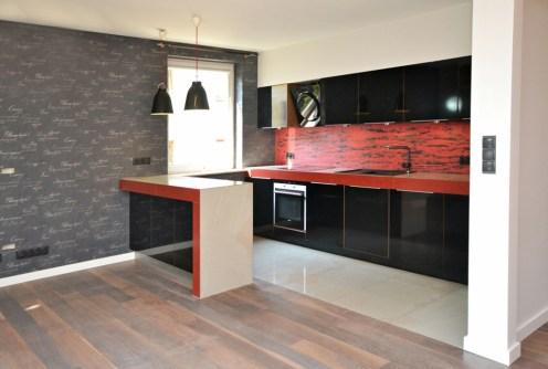 na zdjęciu nowocześnie i dizajnersko wyposażona kuchnia w apartamencie do sprzedaży w Radomiu