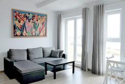 widok z innej perspektywy na salon w ekskluzywnym apartamencie do sprzedaży w Tczewie