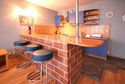 ciekawie zaaranżowany aneks kuchenny w luksusowym apartamencie w Szczecinie do wynajęcia