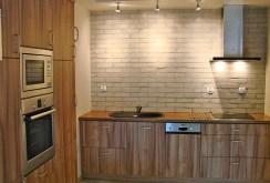 zdjęcie przedstawia nowoczesną kuchnię w ekskluzywnym apartamencie do wynajęcia w Szczecinie
