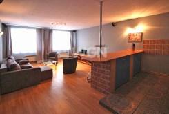 widok od strony jadalni na salon w ekskluzywnym apartamencie do wynajęcia w Szczecinie