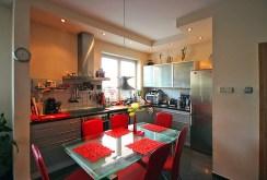jadalnia z kuchnią w apartamencie w Szczecinie na wynajem