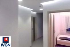 przedpokój i wejścia do poszczególnych pomieszczeń w ekskluzywnym apartamencie do wynajmu w Toruniu