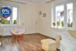 zdjęcie prezentuje luksusowe wnętrze komfortowej willi w okolicach Warszawy na sprzedaż