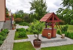 pięknie zagospodarowana działka ze studnią przy luksusowej willi w okolicy Legnicy do sprzedaży
