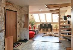 na zdjęciu przedpokój i widok na jeden z luksusowych pokoi i ekskluzywnym apartamencie do sprzedaży w Szczecinie