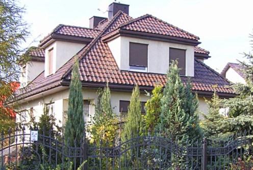 widok na front luksusowej willi do sprzedaży w Piotrkowie Trybunalskim