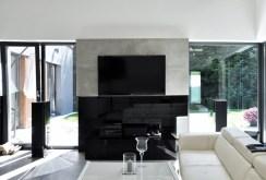 na zdjęciu komfortowy salon w luksusowej willi w okolicy Bielska Białej na sprzedaz