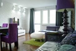 widok z innej perspektywy na ekskluzywny salon w luksusowym apartamencie do sprzedaży w Gorzowie Wielkopolskim