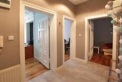 przedpokój pokazujący rozkład pomieszczeń w luksusowym apartamencie w Szczecinie na wynajem