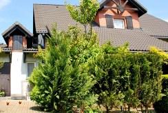 rzut od strony ogrodu na ekskluzywną willę na sprzedaż w okolicy Leszna