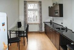 nowoczesna, umeblowana kuchnia w luksusowym apartamencie do sprzedaży w Szczecinie