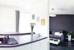 na pierwszym pl,anie komfortowy aneks kuchenny w luksusowym apartamencie na sprzedaż w Częstochowie