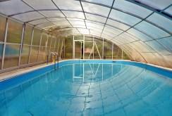 luksusowy basen znajdujący się przy ekskluzywnej willi do sprzedaży w Gdańsku