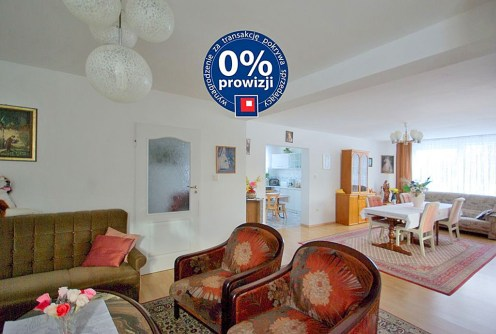 nowoczesny salon w luksusowej willi do sprzedaży w okolicy Legnicy