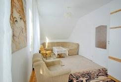 na zdjęciu jeden z luksusowych pokoi w ekskluzywnej willi w okolicy Legnicy na sprzedaż