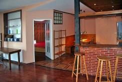 zdjęcie prezentuje aneks kuchenny w ekskluzywnym apartamencie w Krakowie na wynajem