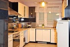 umeblowana, komfortowa kuchnia w luksusowej willi do sprzedaży w Radomiu