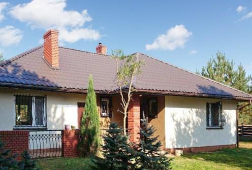 widok od strony ogrodu na ekskluzywną willę do sprzedaży w okolicach Łodzi