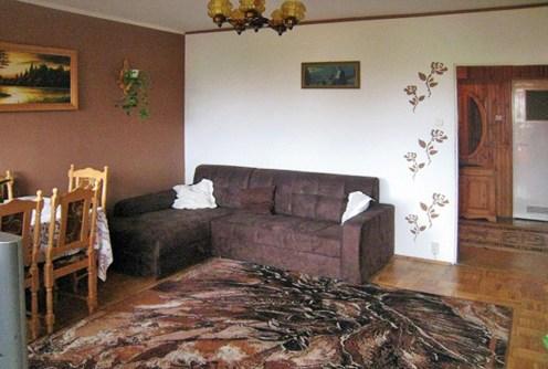 salon w stylu klasycznym znajdujący się w ekskluzywnym apartamencie do sprzedaży w Białymstoku