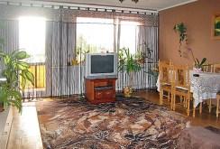 widok z innej perspektywy na luksusowy salon w ekskluzywnym apartamencie do sprzedaży w Białymstoku
