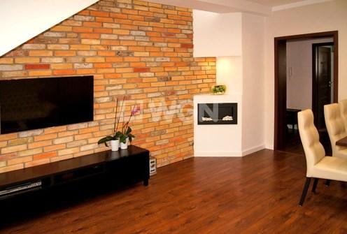 nowoczesny salon w ekskluzywnym apartamencie do sprzedaży w Inowrocławiu