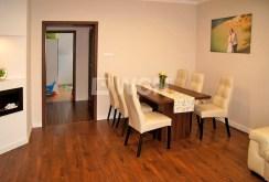 na zdjęciu komfortowa jadalnia w ekskluzywnym apartamencie w Inowrocławiu na sprzedaż