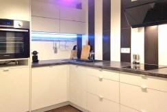 nowoczesna, zabudowana kuchnia w luksusowym apartamencie w Krakowie na sprzedaż