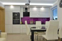 nowoczesna kuchnia w luksusowym apartamencie w Kwidzynie na wynajem