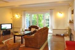 komfortowy salon w luksusowej willi do sprzedaży w Łodzi