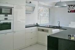 stylowo umeblowana i urządzona kuchnia w luksusowej willi w okolicach Bielska-Białej na sprzedaż