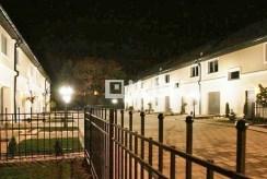 zdjęcie nocne prezentujące luksusową willę do wynajmu we Wrocławiu