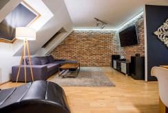 jedno z nowocześnie umeblowanych pomieszczeń w ekskluzywnym apartamencie w okolicach Katowic na wynajem