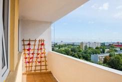 balkon i widok na okolicę z luksusowego apartamentu we Wrocławiu na sprzedaż