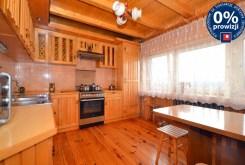 na zdjęciu stylowa, umeblowana kuchnia w luksusowej willi w Radomiu na sprzedaż