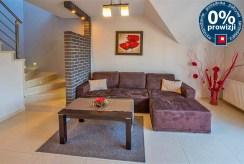 fragment jednego z luksusowych pokoi w ekskluzywnym apartamencie do sprzedaży na Mazurach