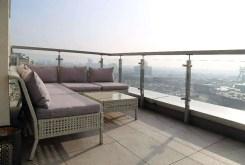widok z tarasu na panoramę Katowic z luksusowego apartamentu na sprzedaż