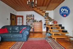 fragment komfortowego salonu w luksusowym apartamencie w Krakowie na sprzedaż