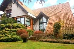 widok od strony ogrodu na ekskluzywna willę w Częstochowie na sprzedaż