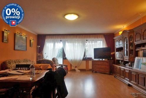 przestronny salon w ekskluzywnej willi do sprzedaży we Wrocławiu