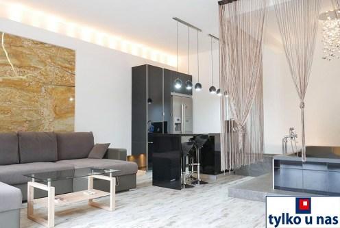 luksusowy salon w ekskluzywnym apartamencie do sprzedaży nad morzem