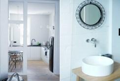 po lewej kuchnia, po prawej łazienka w ekskluzywnym apartamencie do sprzedaży nad morzem