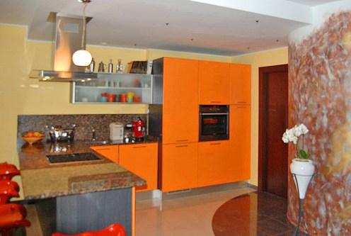 nowoczesna kuchnia w ekskluzywnym apartamencie do sprzedaży w Gdyni